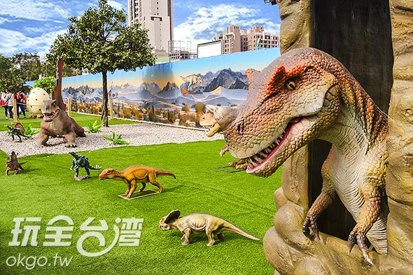 小心被突然探出头的恐龙吓得正著/特约记者陈健安摄