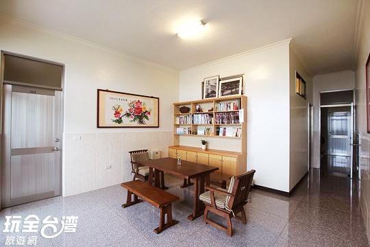 詹德仁茶園民宿-二樓閱覽區